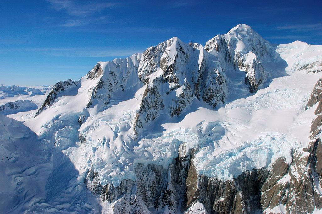 阿尔卑斯山风景宜人,是世界著名的风景区和旅游